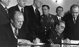 Billede 1 Gerald Ford og Brezsjnev Helsinki 1 august 1975 (cropped)